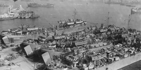 Début des préparatifs d'embarquement à Bagnoli de la Force Kodak.