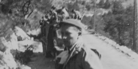 Cecil W. Bender de la B Company dans le convoi l'emmenant en direction de Barcelonnette
