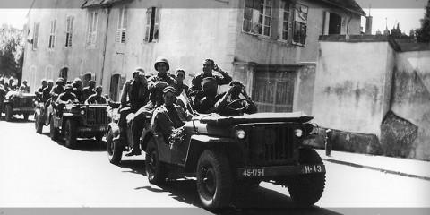 Arrivée d'une colonne du 179th IR de la 45th ID à Lons-le-Saunier le 3 septembre 1944, après la libération de Bourg-en-Bresse. (source)