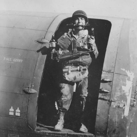 Le Cpl. Virgil F. Dunlovy du 1st Platoon de A/517 prêt à en découdre avec les allemands.