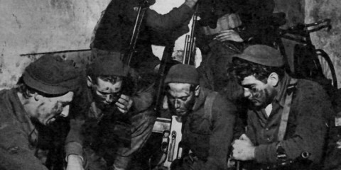 Forcemen de la 2nd Company du 1st Regiment se préparant à partir en patrouille.