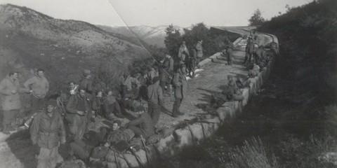 Des Forcemen du 3rd Regiment sur le versant nord du Mont Ours lors des combats sur la frontière franco-italienne à l'automne 1944.