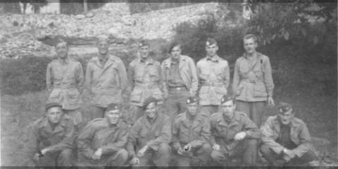 Septembre 1944 : Etat-Major du 551st PIB, photo prise derrière de l'école de Saint-Martin-Vésubie.