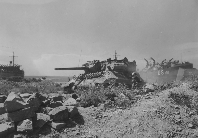 Tank Destroyers of the 636th Tank Destroyer Battalion waste no time leaving beach on D-Day, Camel Beach. 15 August 1944. Photo by Stubenrauch, 163rd Signal Photo Company. SC 192909, Credit NARA.