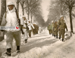 Those Gingerbread Men of the 509th Parachute Infantry Battalion are walking in St. Vith area in January 1945. They will be helped by the 7th Armored Division to take the town. The uniforms are very disparate, some wear jump suits M1942, while others are wearing pieces of white camouflage 'British Made'.