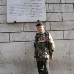 Sam in travel in Rome front of the commemorative plate of the liberation of Rome (Ivano Genovesi)